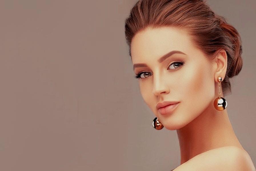 Schöne ausdruckssstarke Frau