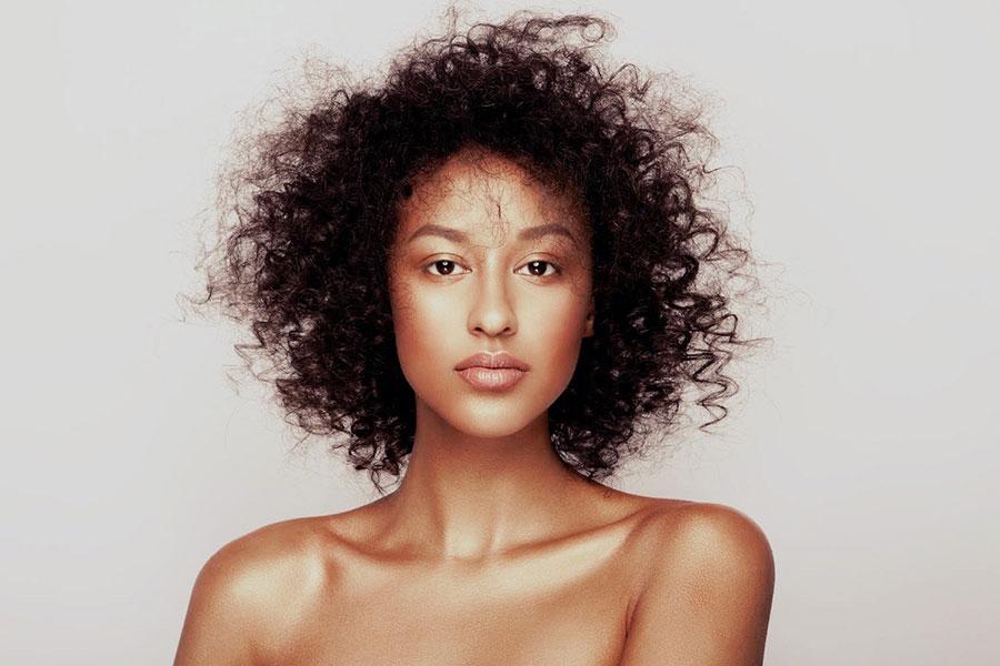 Schöne Frau mit schöner Haut
