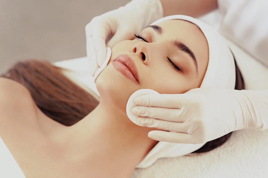 Frau Beauty Gesichtsbehandlung