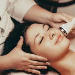Frau Beautybehandlung Radiofrequenz