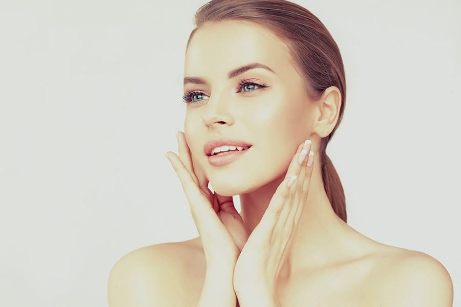 Frau mit straffer Haut Beautybehandlung